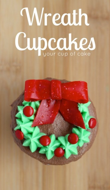 Wreath-Cupcakes-for-Christmas-591x1024